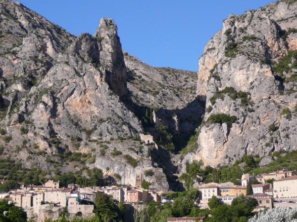 Moustiers Sainte Marie village perché de Haute-Provence