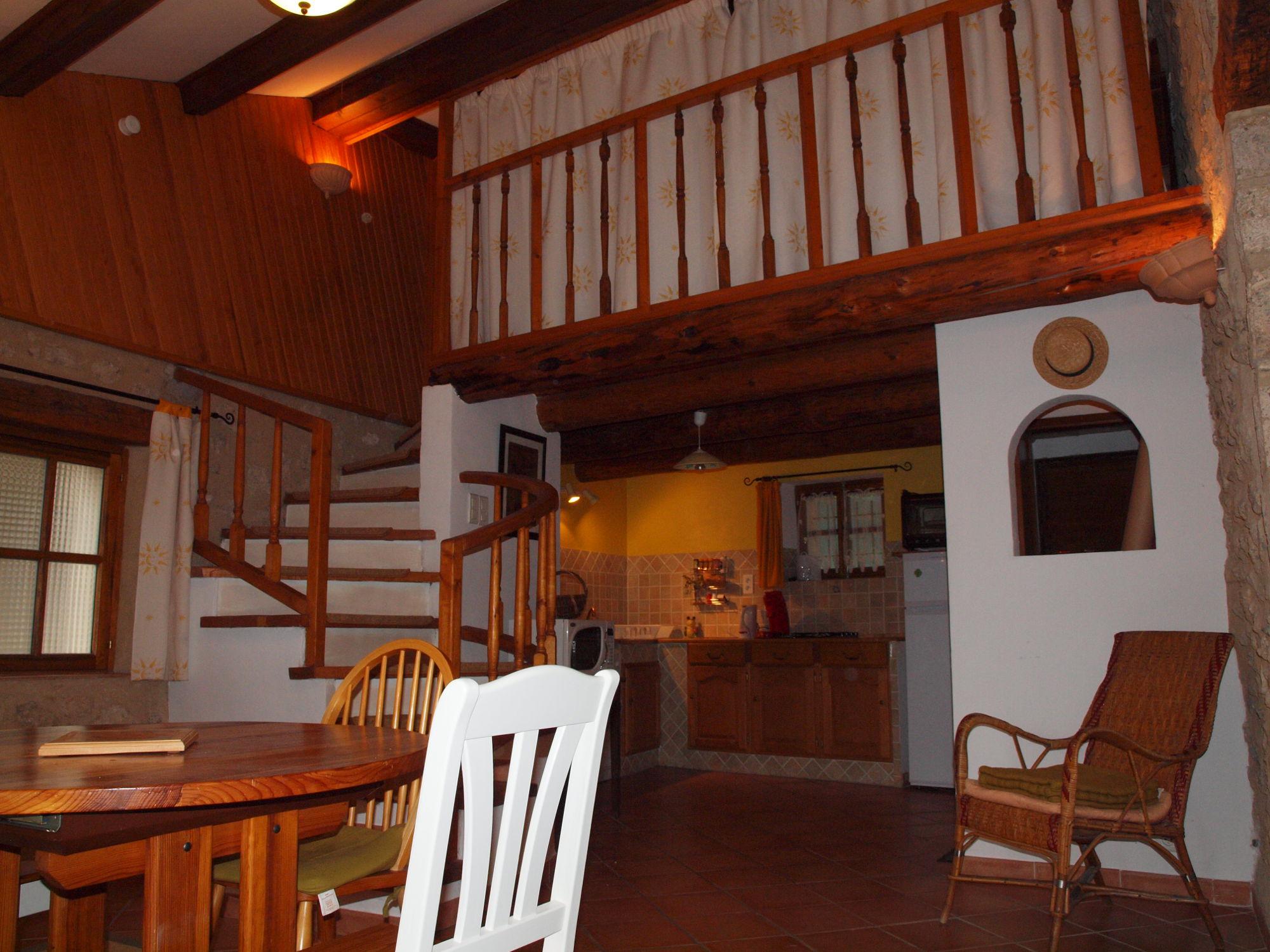 Salle à manger cuisine location de vacances pour 2 personnes